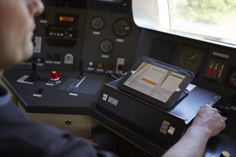 De l'autonomie : seul en cabine mais en contact permanent avec les équipes, vous transportez les voyageurs à destination.
