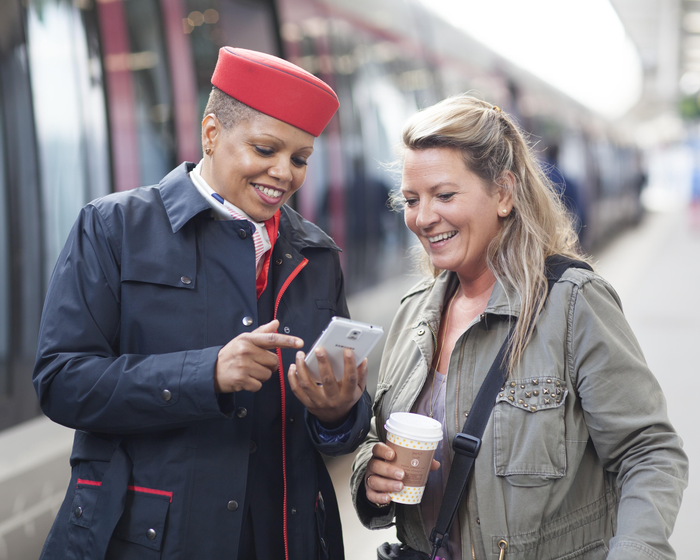 Les métiers de la relation clients, tels que les commerciaux et commerciales en gare ou à bord des trains