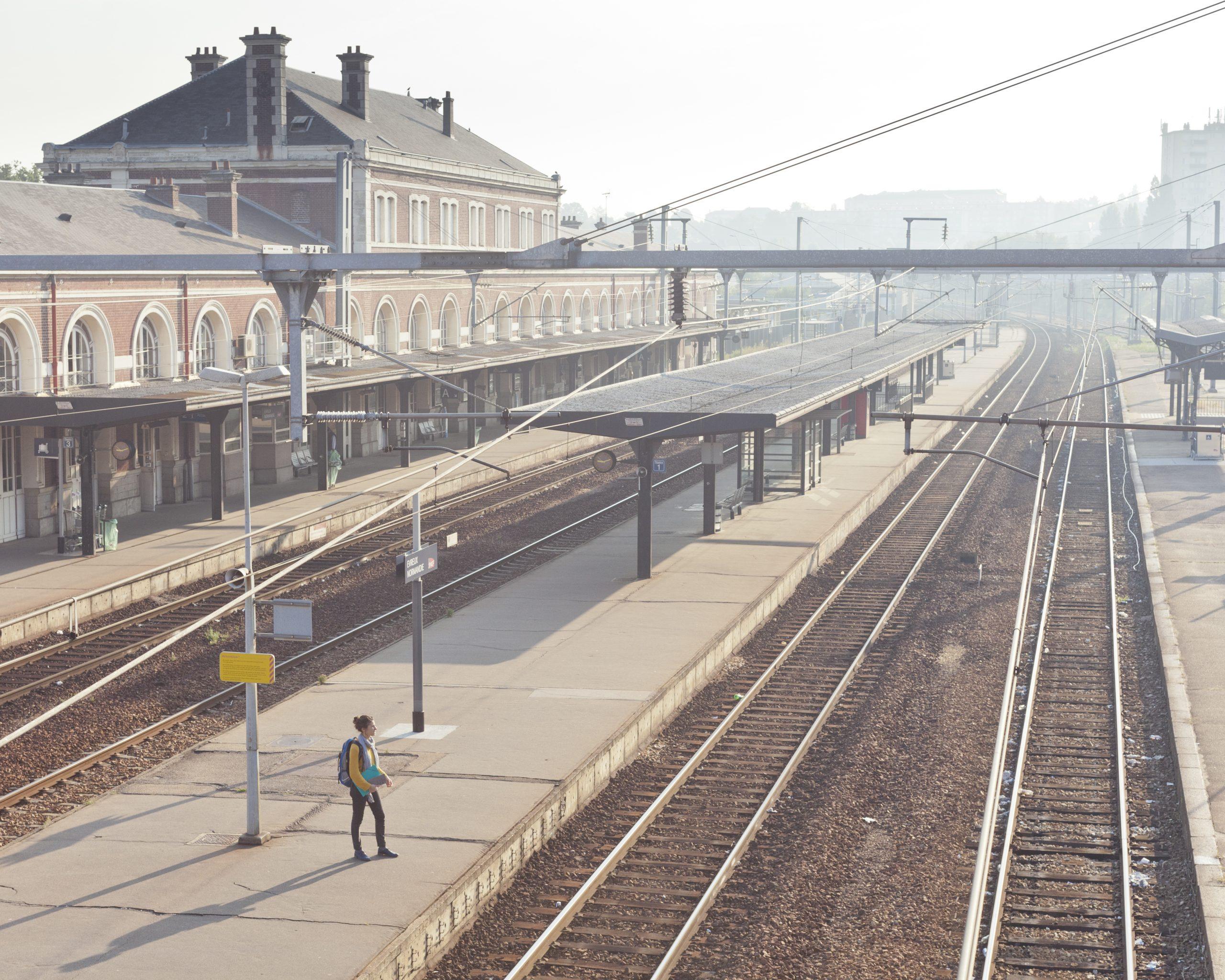 Rejoindre SNCF, c'est être au cœur de la vie des gens et respectueux de l'environnement. C'est aussi s'engager dans une entreprise citoyenne au service de tous et portant attention à chacun.