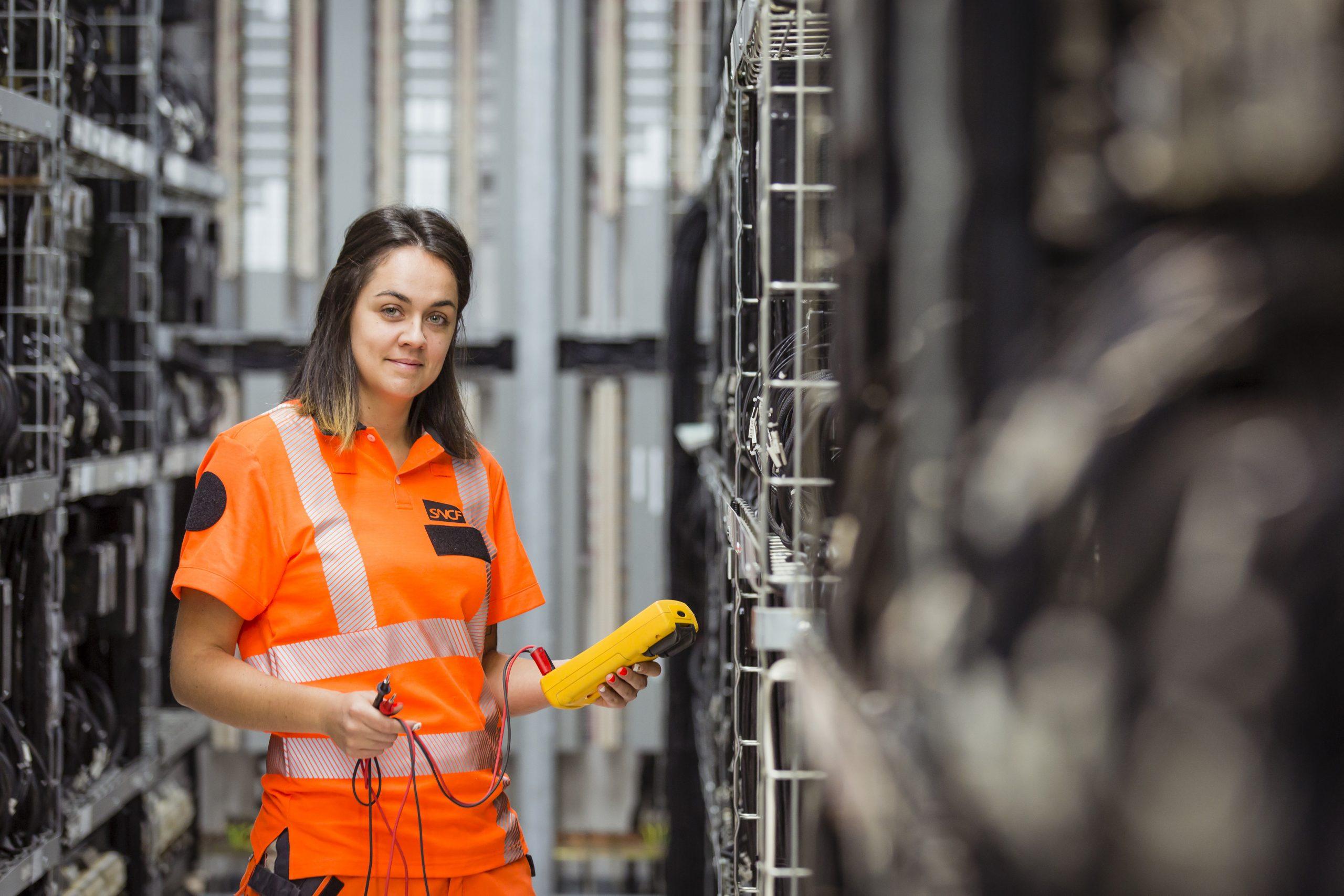 SNCF mène une politique RH active en faveur de la féminisation des métiers. Un 3ème accord a été signé avec les syndicats en 2015 en faveur de l'égalité professionnelle et de la mixité